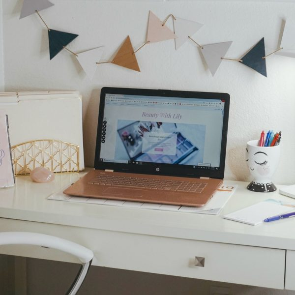 Small Office Ideas & Organization // Office Ideas // Office Decor // Girly Office Space // Blush Office // Small Office Decor // Home Office | Beauty With Lily