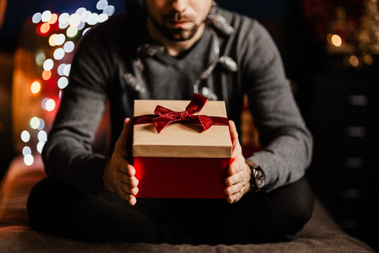 Gift Guide for Men // Gifts for Him // Gift Ideas for Guys // Christmas Gift Ideas // Gifts for all Budgets // Stocking Stuffers For Men // Gifts Under $100 // Gifts Under $50 | Beauty With Lily