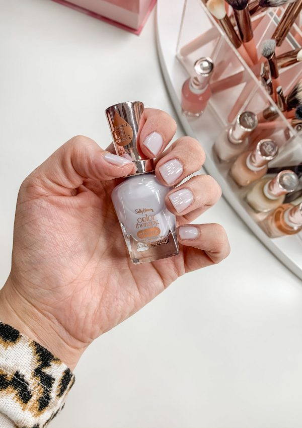 Spring Nail Colors // Summer Nail Colors // Fun Nail Colors for Spring // Spring Manicure // Gel Polish // Pretty Nail Colors | Beauty With Lily #nailpolish #springnailcolors
