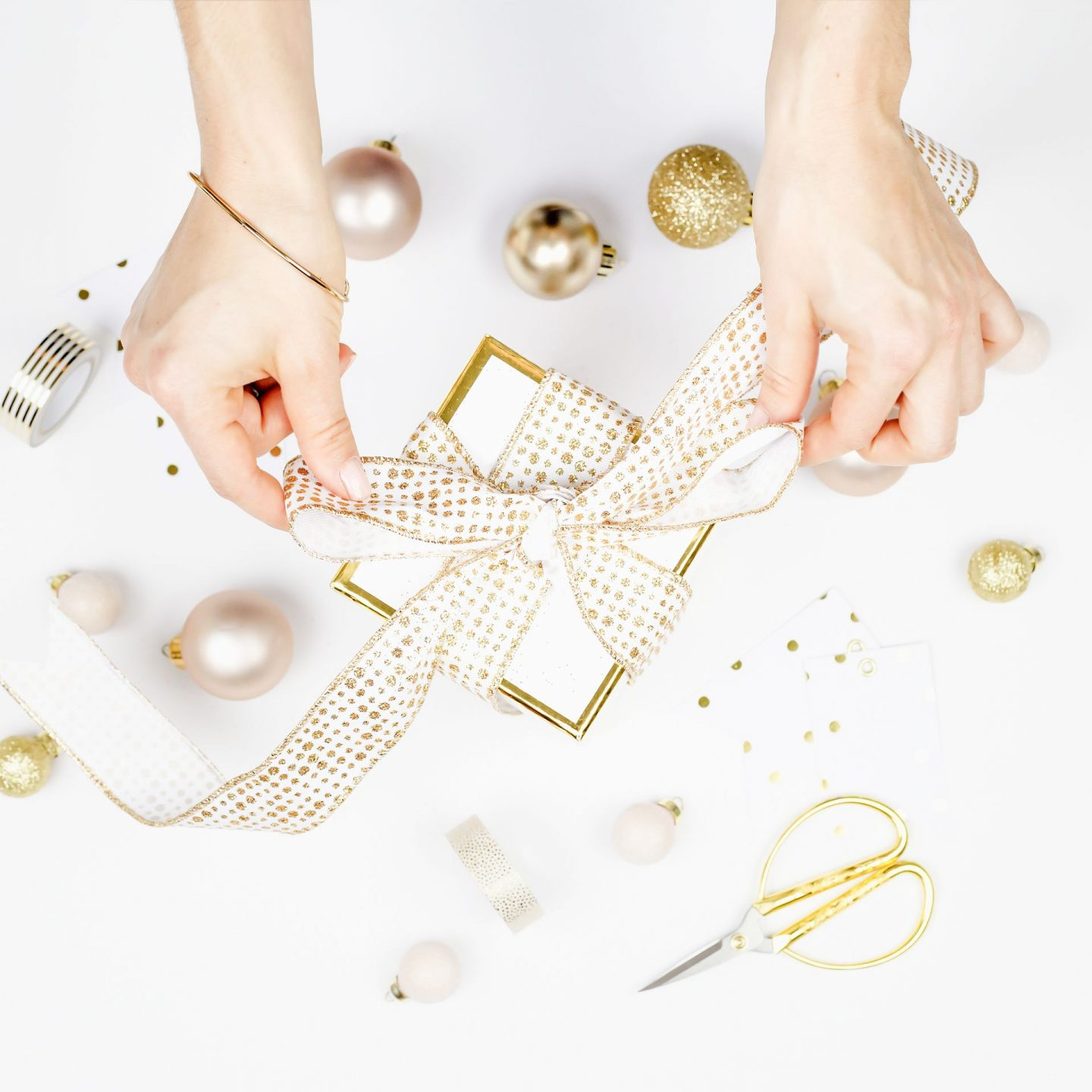 Gift Guide for Women // Affordable Gifts for Her // Gifts for Women // Stocking Stuffers for Women // Gifts Under $100 for Her // Gifts Under $50 for Her | Beauty With Lily